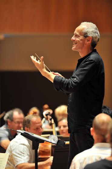 Paul Daniel lors d'une répétition au Nouvel Auditorium de l'ONBA ©F.Desmesure