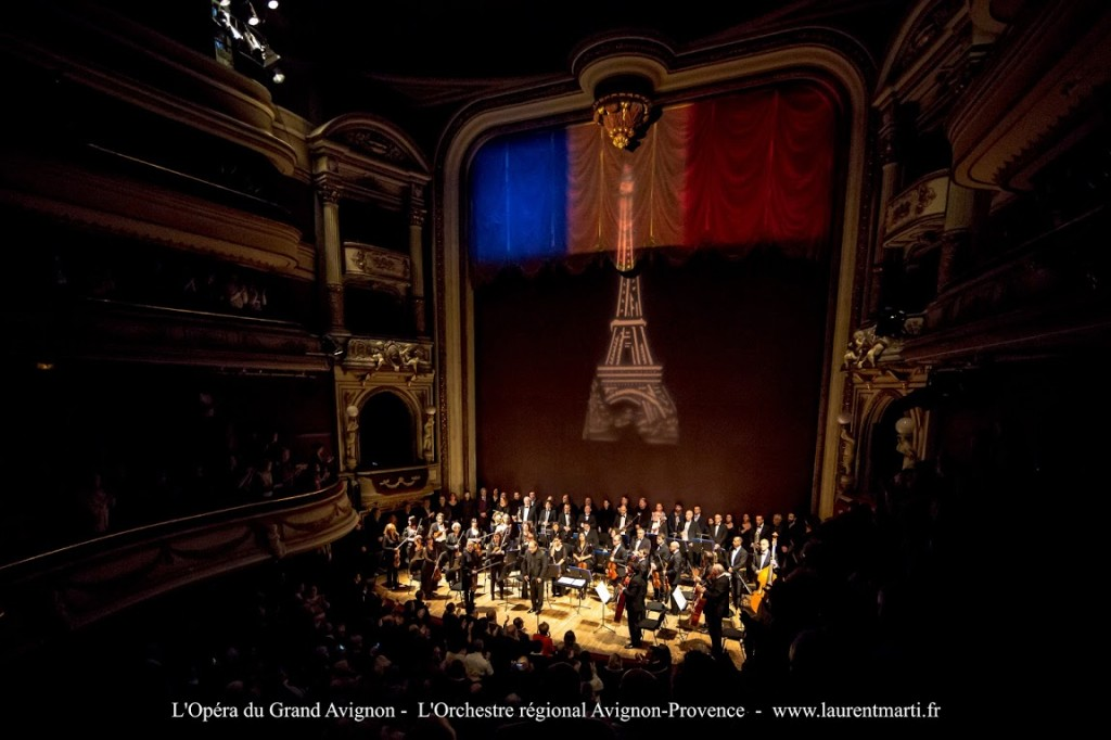 Hommage de l'opera d'Avignon suite aux attentats de Paris